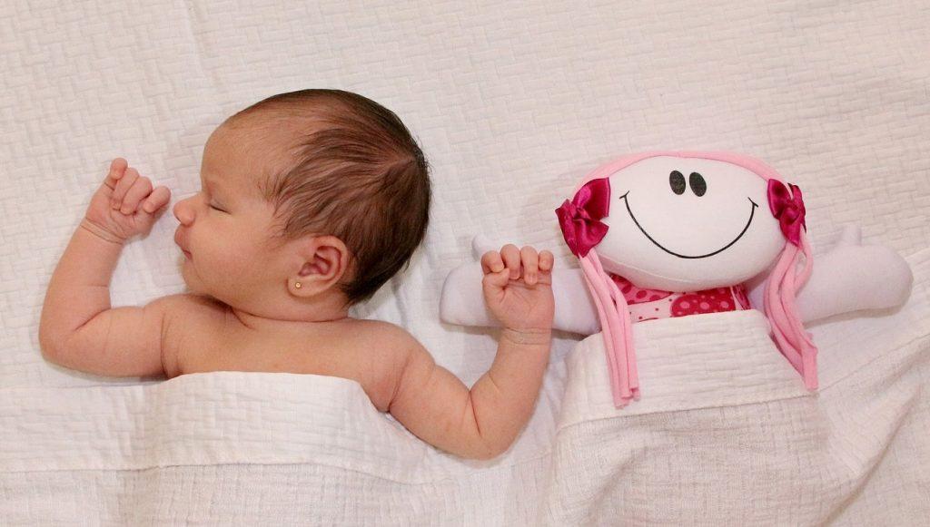 Wann schlafen Babys durch?